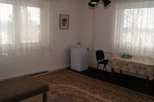 Dvojlôková izba rohová s TV,chladničkou a klímou-č.30